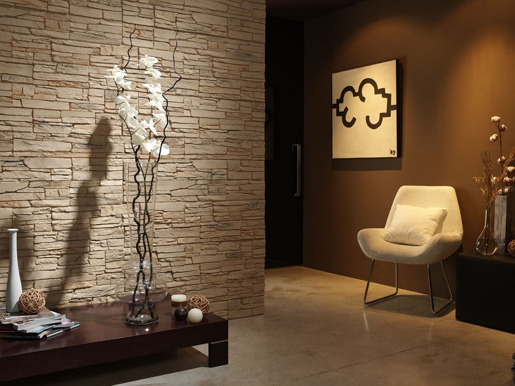 Декоративный камень для внутренней отделки в коридоре